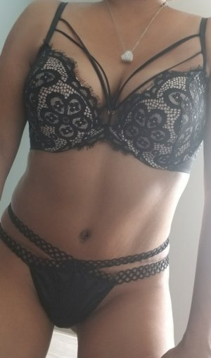 Cyriele tantra massage in Willowick